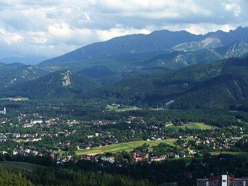 Widok z Butorowego wierchu na Tatry i Zakopane