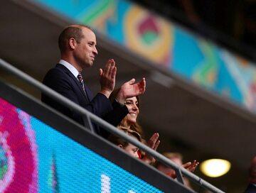 William, Kate i George na Wembley