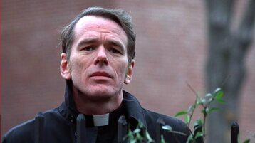 """William O'Malley jako ojciec Dyer w filmie """"Egzorcysta"""" (1973)"""