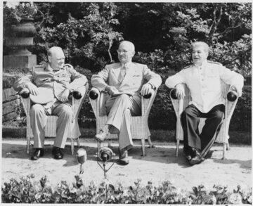 Winston Churchill, Harry Truman i Józef Stalin na konferencji w Poczdamie