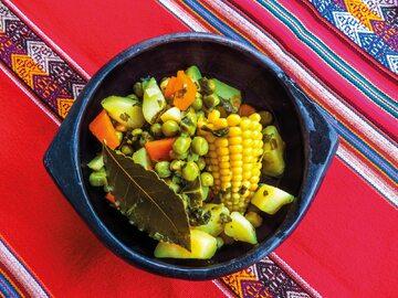 Wiosenna zupa z groszkiem i kukurydzą