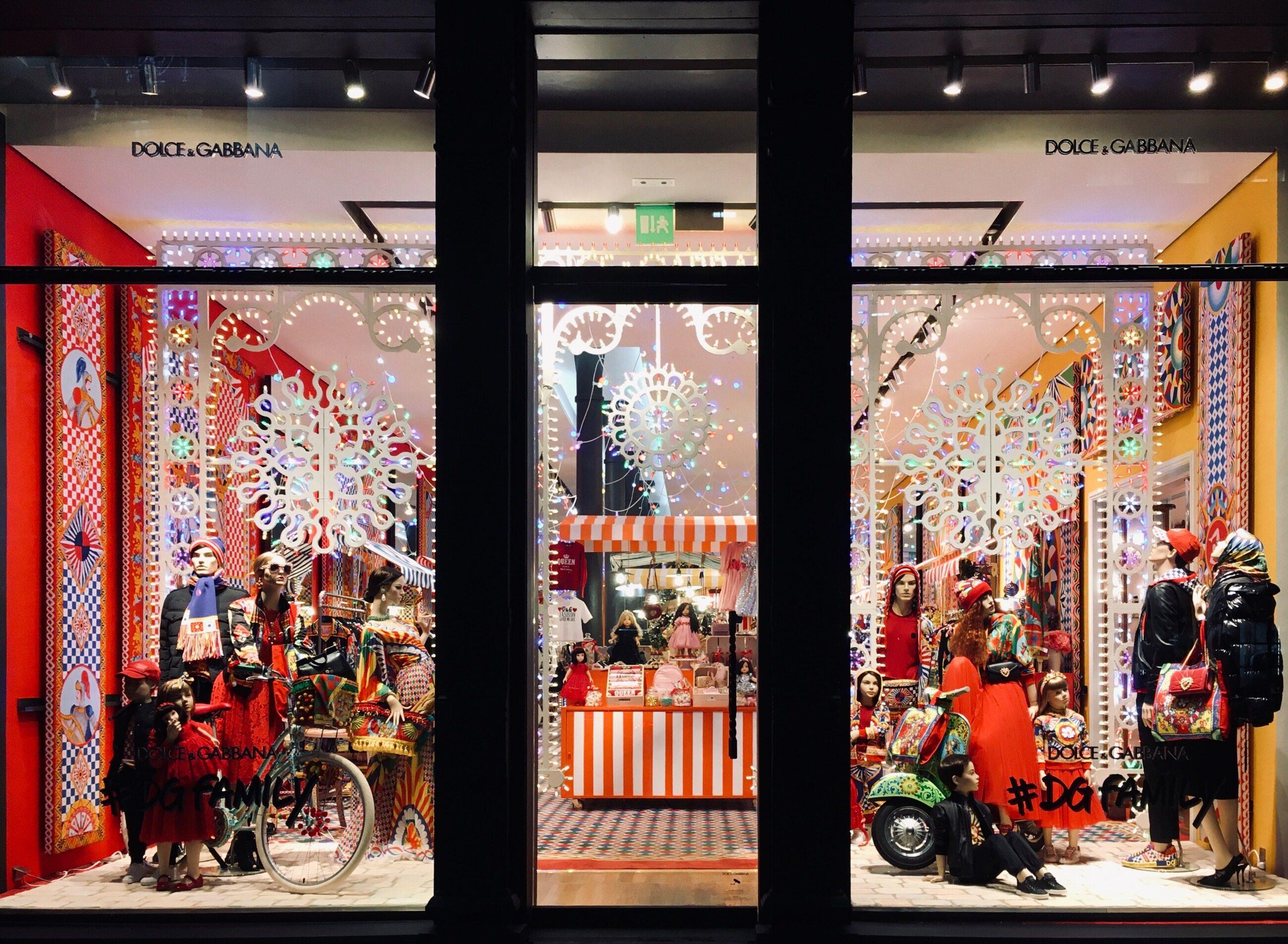 Witryna Dolce&Gabbana, Mediolan. Początek ubiegłorocznej kampanii świątecznej, fot. M.Okniańska-Wolnik