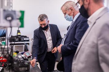 Wizyta dyrektora NCBR w laboratorium InPhoTech
