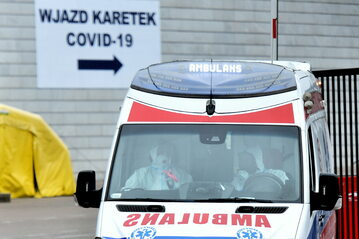 Wjazd do szpitala na Stadionie Narodowym, fot. Damian Burzykowski, Newspix