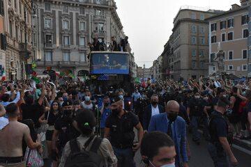 Włochy świętują w Rzymie zwycięstwo na Euro 2020