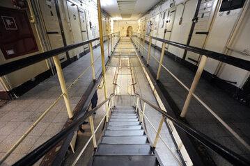 Wnętrze aresztu przy Rakowieckiej