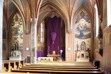 Wnętrze kościoła przy Strebersdorf