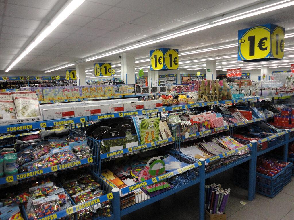 Wnętrze marketu Tedi