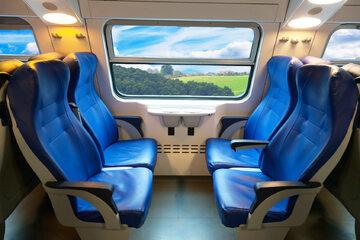 Wnętrze pociągu (zdj. ilustracyjne)