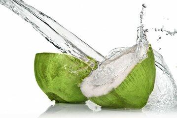 Woda kokosowa to istny eliksir młodości, za którym przepada sama... Madonna.