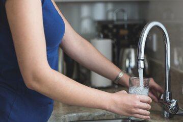 Woda, kran, zdj. ilustracyjne