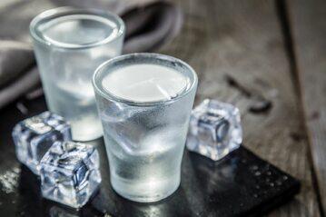 Wódka, kieliszki (zdjęcie ilustracyjne)