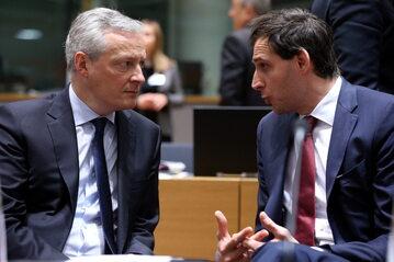 Woepke Hoekstra (z prawej), minister finansów Holandii