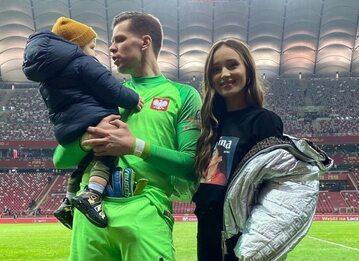 Wojciech Szczęsny z żoną Mariną i synem Liamem