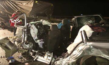 Wrak jednego z samochodów po wypadku