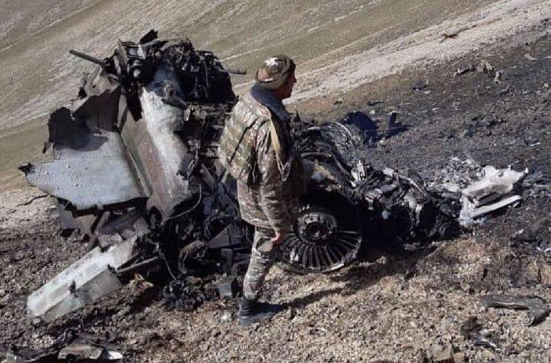 Wrak myśliwca Su-25 rzekomo zestrzelonego przez Turcję