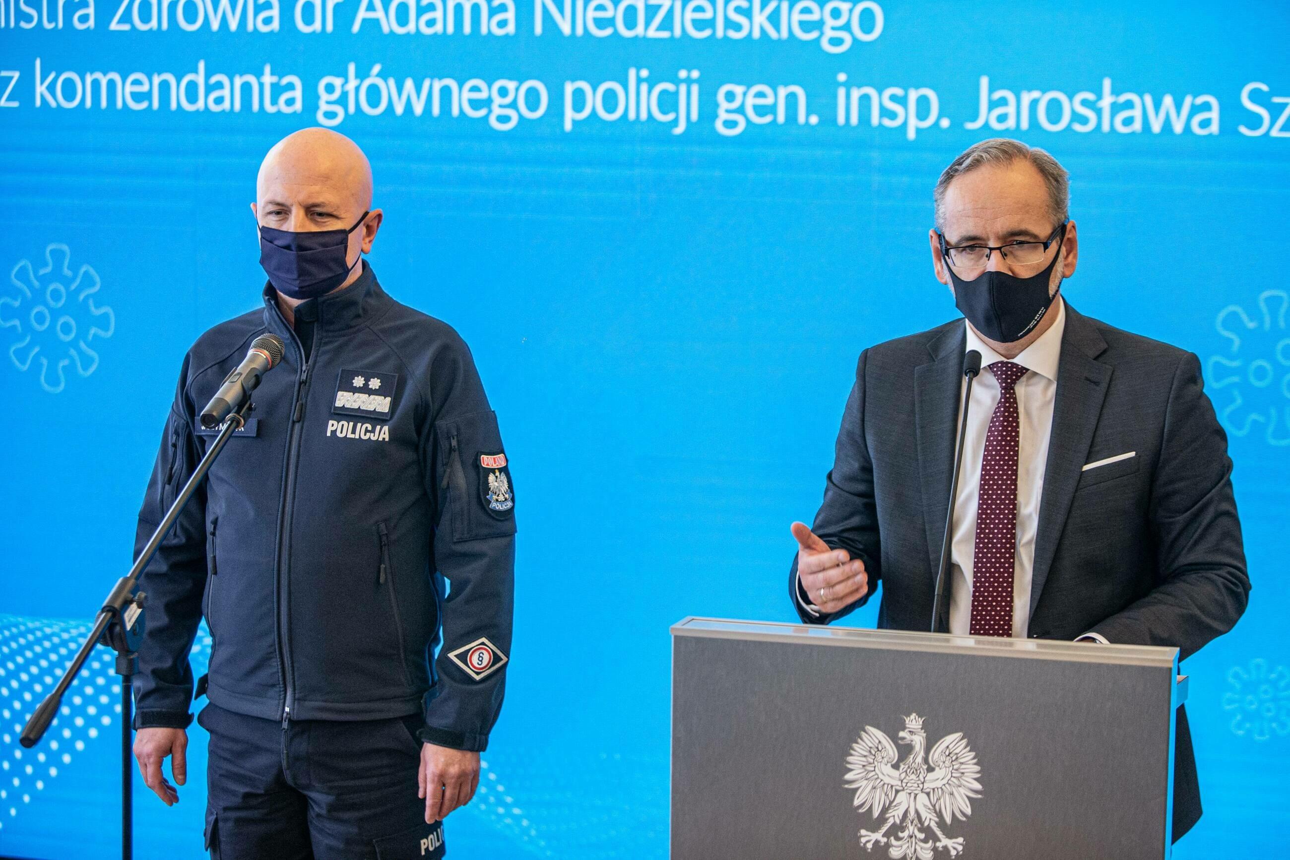 Wspólna konferencja ministra zdrowia Adama Niedzielskiego i szefa policji Jarosława Szymczyka