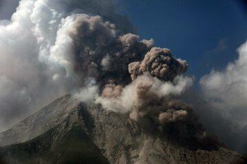 Wybuch wulkanu Sinabung w Indonezji