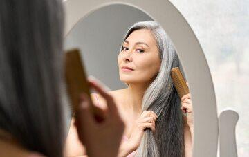 Wypadanie włosów w trakcie menopauzy