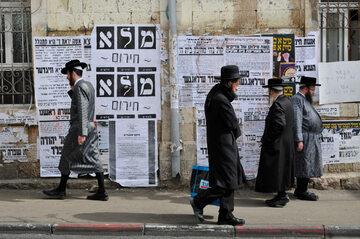 Wyznawcy judaizmu na ulicach Jerozolimy