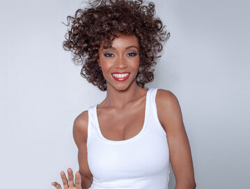 YaYa DaCosta jako Whitney Houston