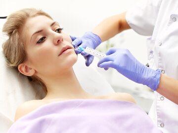 Zabieg medycyny estetycznej, zdjęcie ilustracyjne