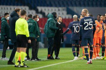 Zamieszanie w meczu PSG - Basaksehir