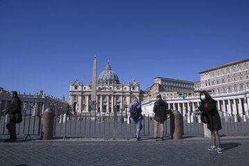 Zamknięty Plac Św. Piotra w Watykanie