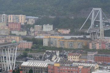 Zawalony wiadukt Ponte Morandi w Genui
