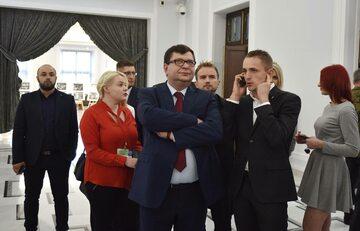 Zbigniew Stonoga (w środku)