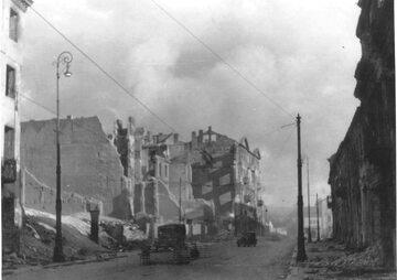 """Zburzone getto w Warszawie. Niemiecki podpis pod zdjęciem: """"Tak wygląda była żydowska dzielnica mieszkaniowa po zniszczeniu"""""""