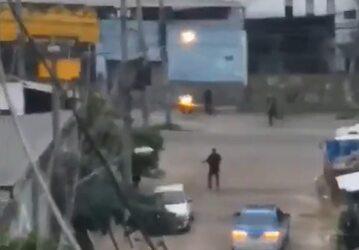 Zdjęcie policyjnej akcji w Rio de Janeiro pochodzące  z Twittera