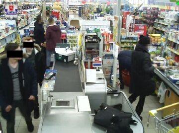 Zdjęcie z monitoringu udostępnione przez policję