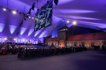 Zdjęcie z obchodów 70. rocznicy wyzwolenia obozu koncentracyjnego Auschwitz-Birkenau