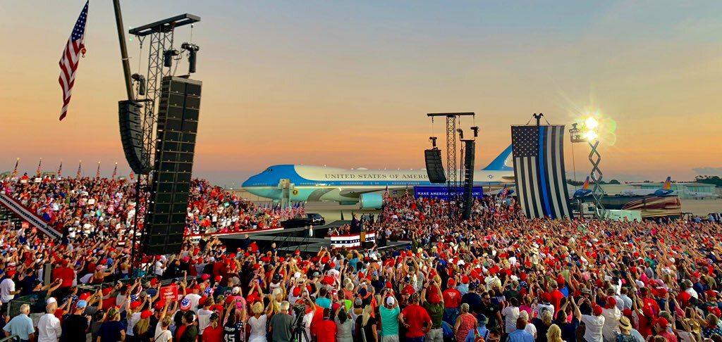 Zdjęcie z wiecu Trumpa w Sanford