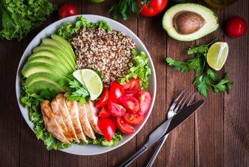 Zdrowy posiłek na talerzu