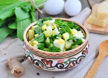 Zielona sałatka ziemniaczana z jajkiem