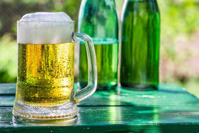 Zimne piwo z pianką (zdj. ilustracyjne)