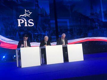 Ziobro, Kaczyński i Gowin przedłużają istnienie Zjednoczonej Prawicy