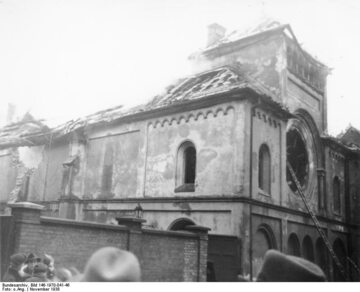 Zniszczona synagoga w Berlinie, 10 listopada 1938