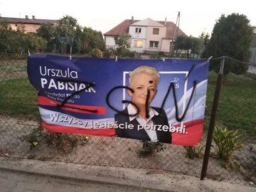 Zniszczony baner Urszuli Pabisiak