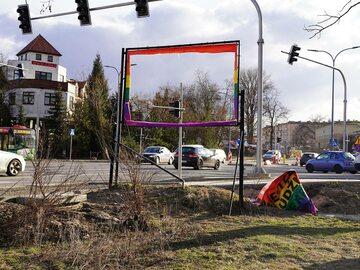 Zniszczony baner w Lublinie