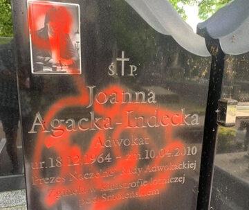 Zniszczony grób Joanny Agackiej-Indeckiej