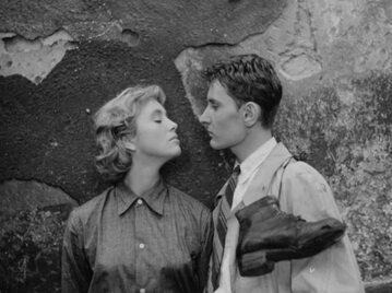 """Zofia Marcinkowska i Henryk Boukołowski w filmie """"Nikt nie woła"""" (1960)"""