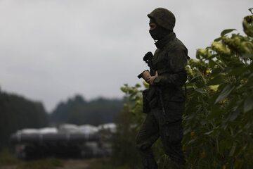 Żołnierz strzegący granicy, Krynki