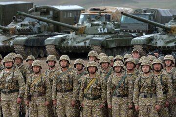 Żołnierze Kirgistanu w rejonie miasta Batken, wkrótce po zakończeniu walk z Tadżykistanem