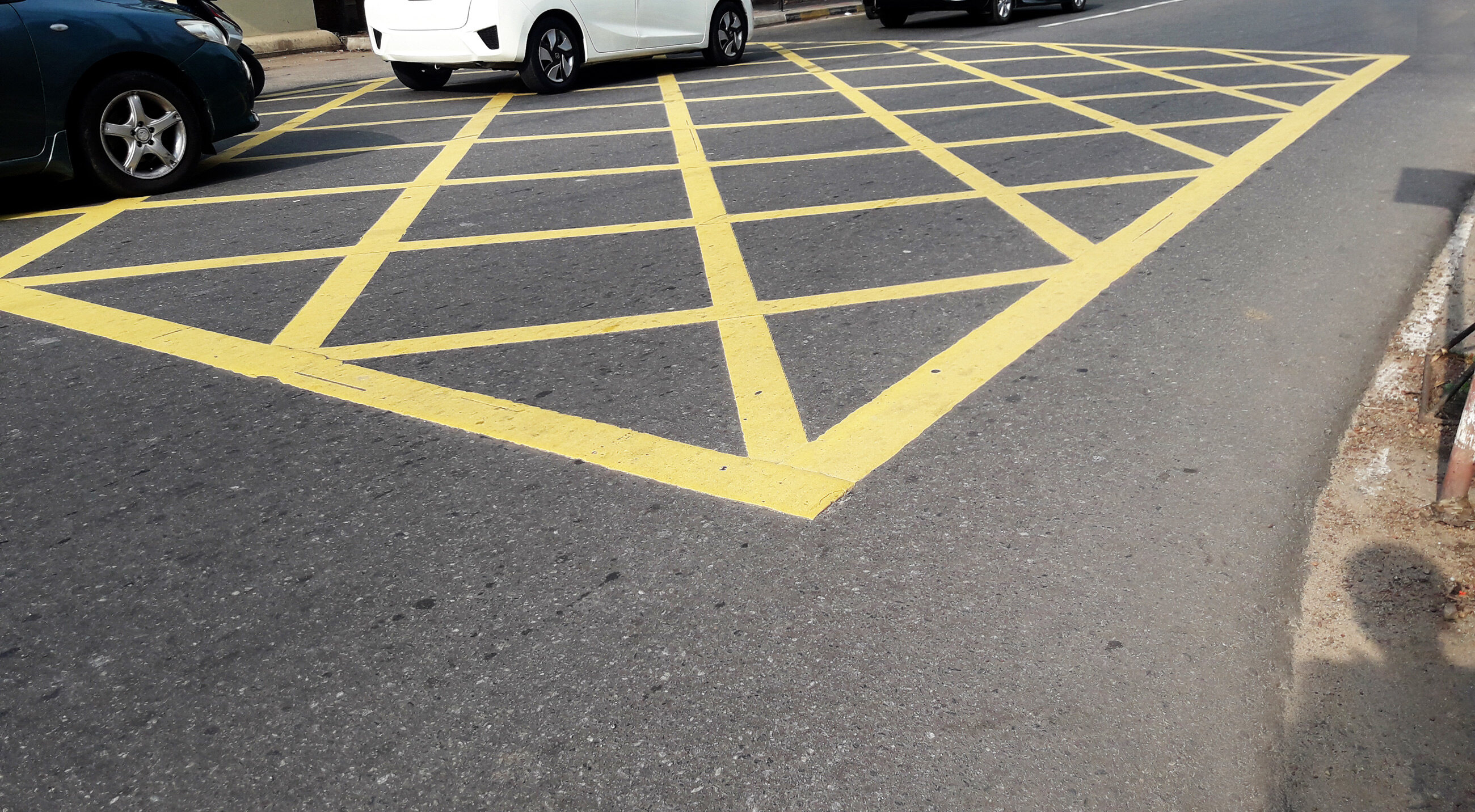 """Żółte pole """"yellow box"""""""