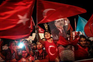 Zwolennicy Erdogana podczas demonstracji